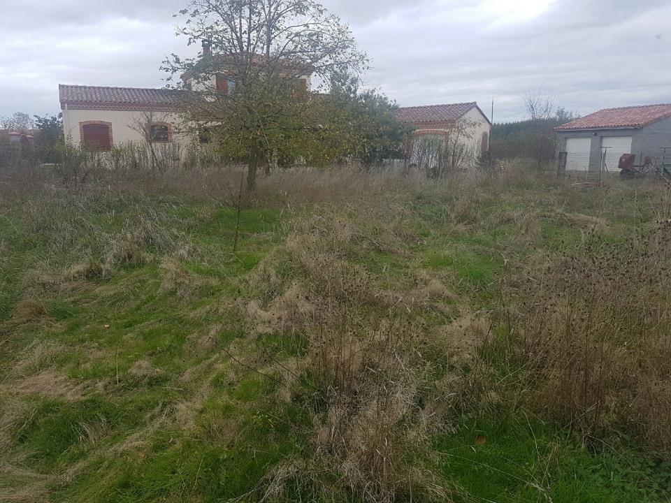 Terrains du constructeur MAISONS FRANCE CONFORT • 752 m² • SAINT LYS