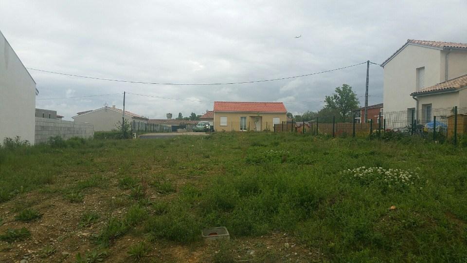 Terrains du constructeur MAISONS FRANCE CONFORT • 500 m² • SAINT LYS