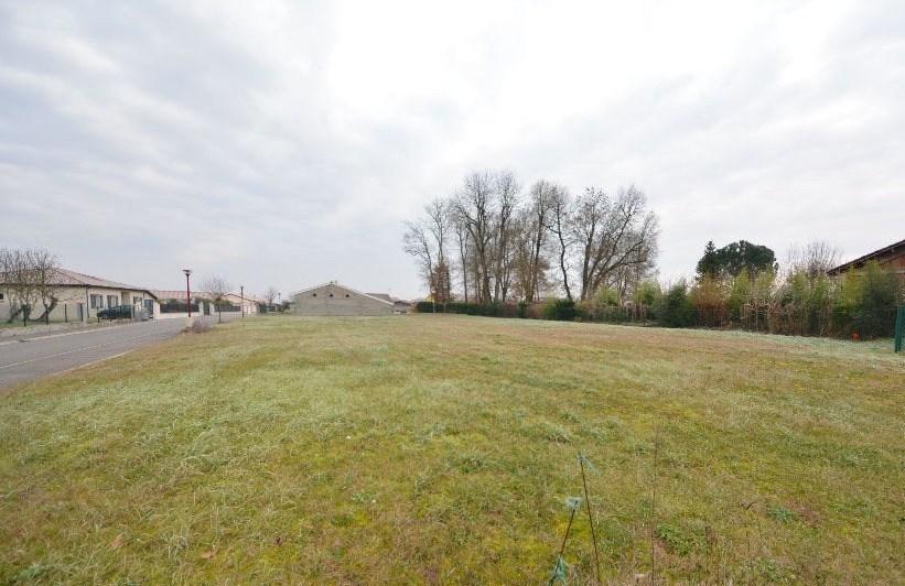 Terrains du constructeur MAISONS FRANCE CONFORT • 800 m² • FRONTON