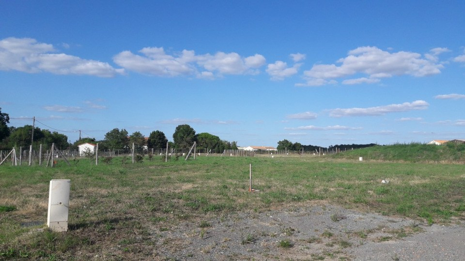 Terrains du constructeur LMP CONSTRUCTEUR • 587 m² • LUCON