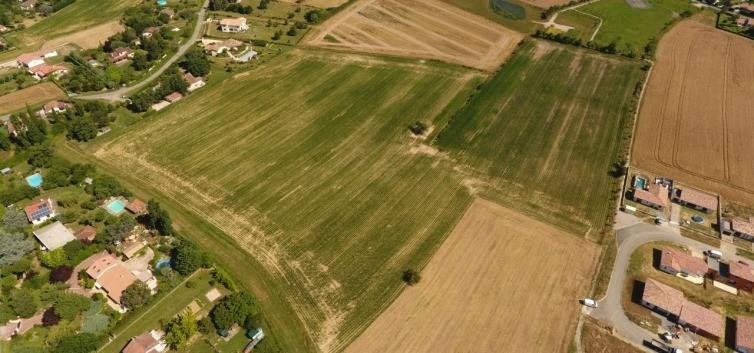 Terrains du constructeur MAISONS FRANCE CONFORT • 900 m² • ROQUESERIERE