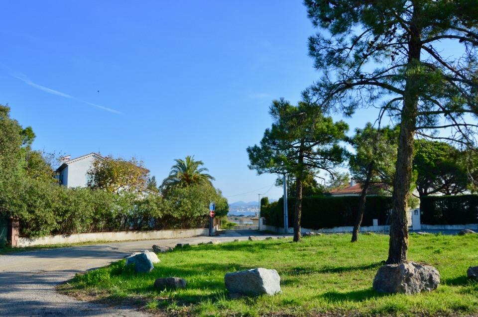 Terrains du constructeur MAISONS FRANCE CONFORT • 450 m² • SAINT AYGULF