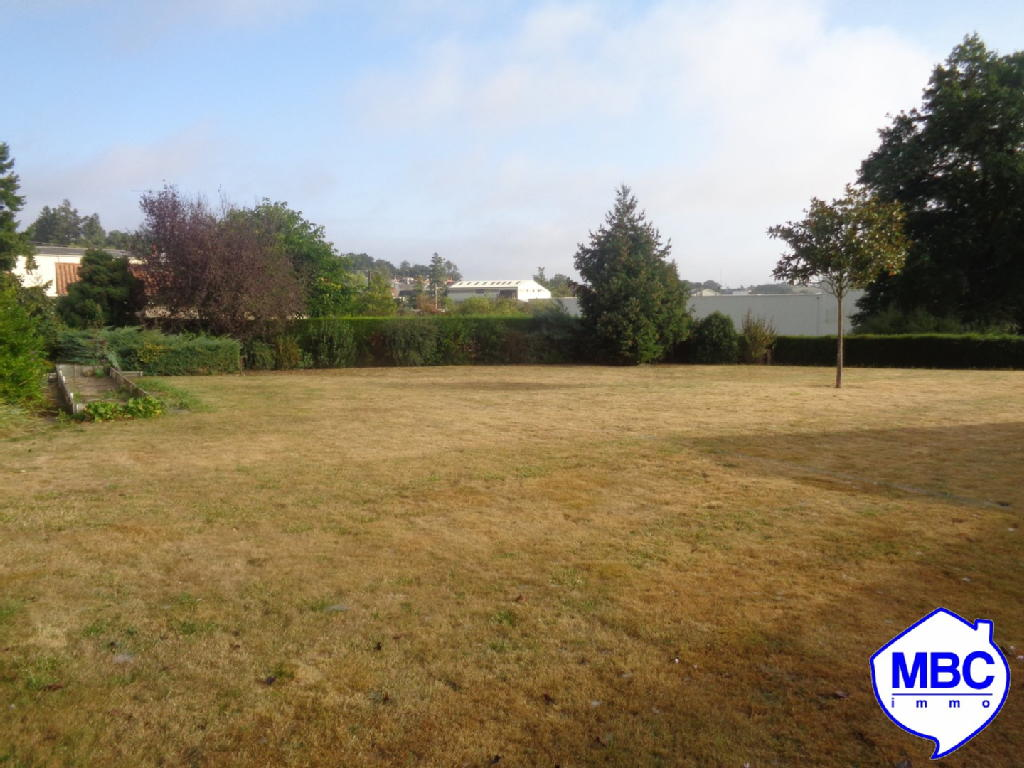 Terrains du constructeur MBC IMMO • 700 m² • SAINT PIERRE MONTLIMART