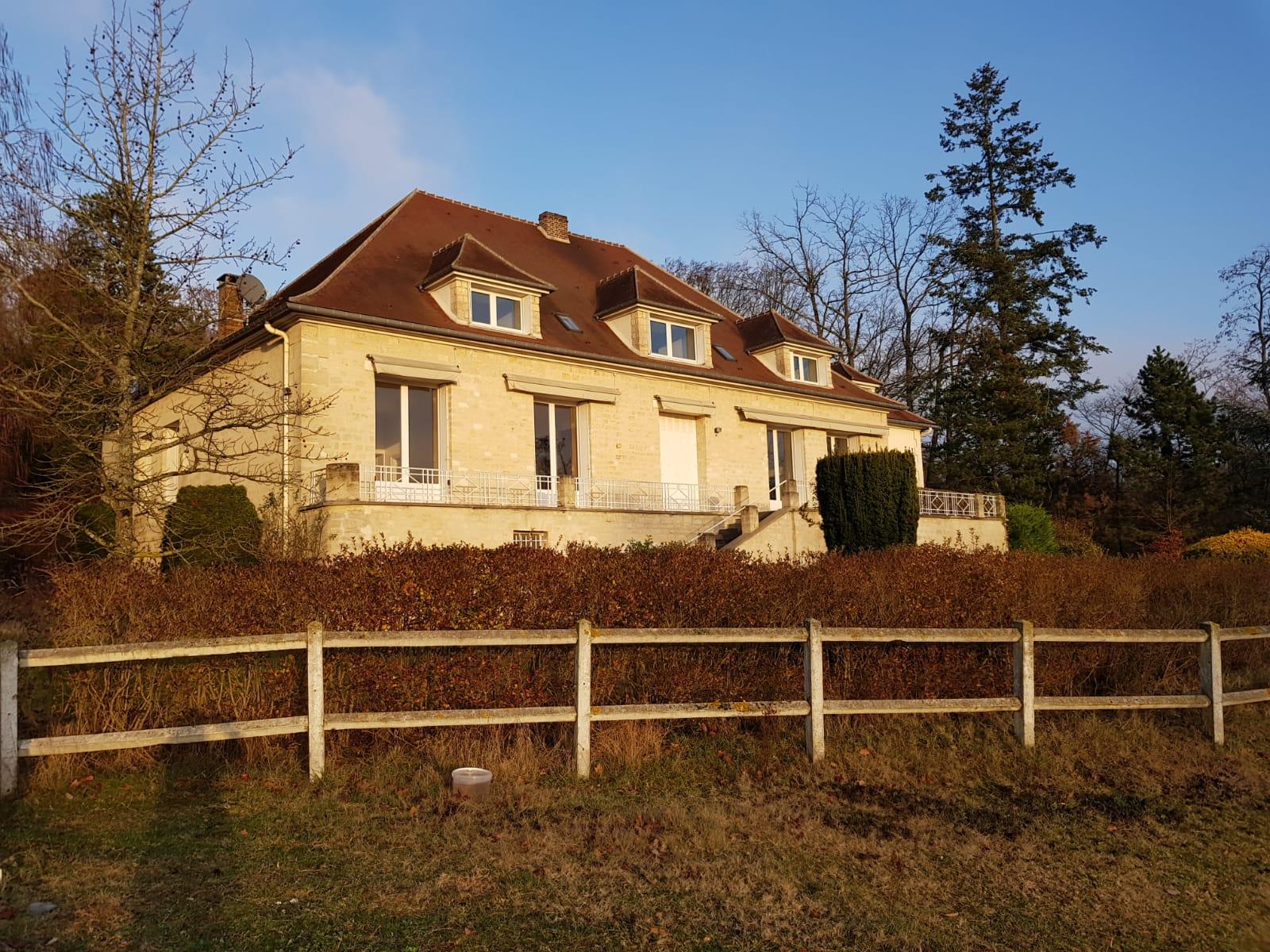 Maisons du constructeur GROUPE LESTERLIN • 550 m² • CHOISY AU BAC