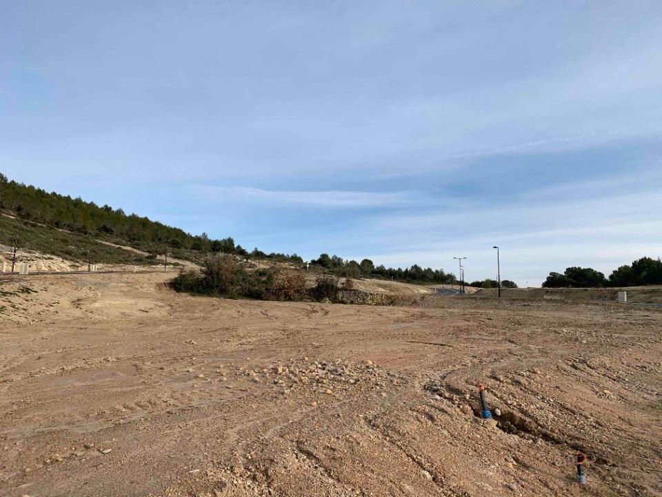 Terrains du constructeur LES MAISONS DE MANON • 586 m² • ROGNES
