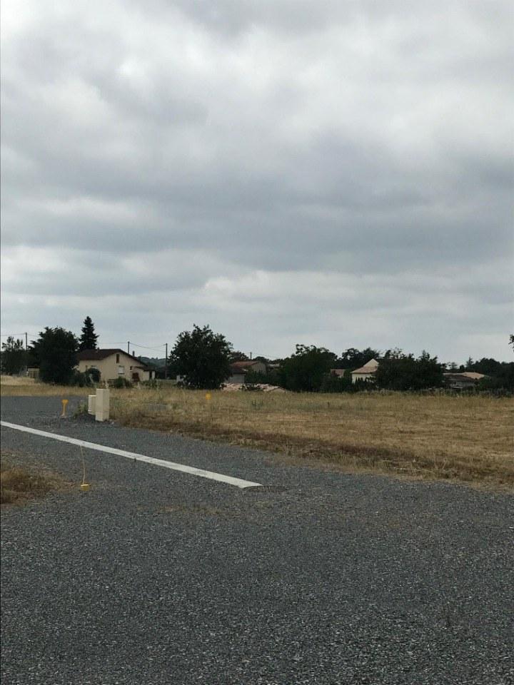 Terrains du constructeur MAISONS FRANCE CONFORT • 1013 m² • BUSQUE