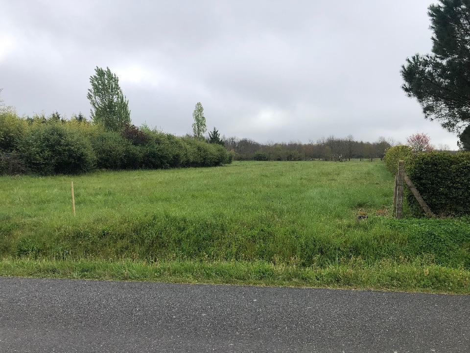 Terrains du constructeur MAISONS FRANCE CONFORT • 600 m² • MONTBARTIER
