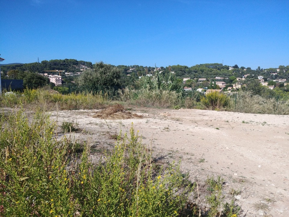 Terrains du constructeur MAISONS FRANCE CONFORT • 242 m² • TRANS EN PROVENCE