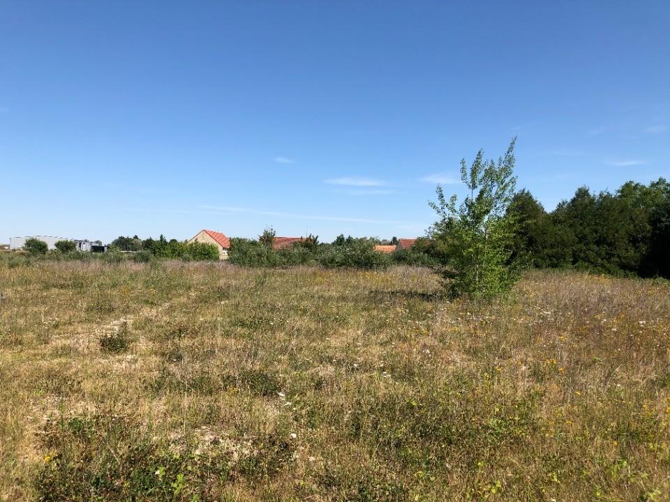 Terrains du constructeur MAISONS FRANCE CONFORT • 529 m² • SOURS
