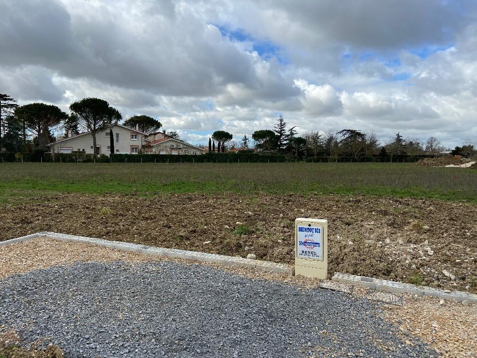 Terrains du constructeur OC RESIDENCES • 695 m² • REVEL
