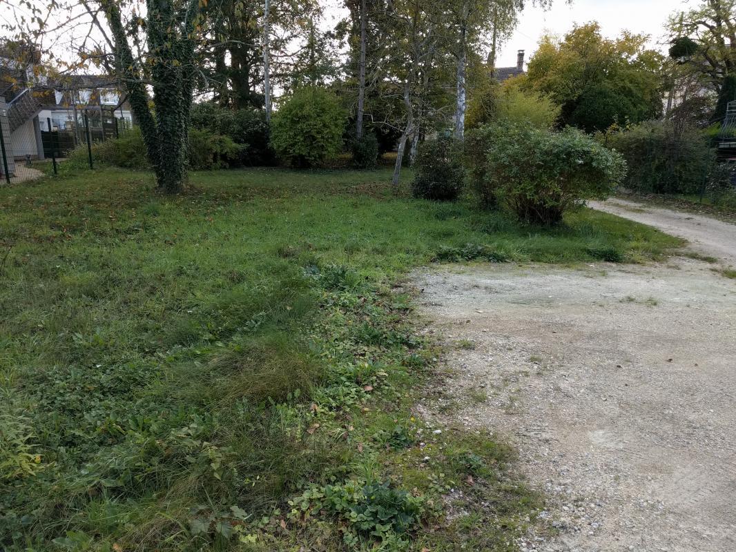 Terrains du constructeur MAISON LOL • 500 m² • CESSON