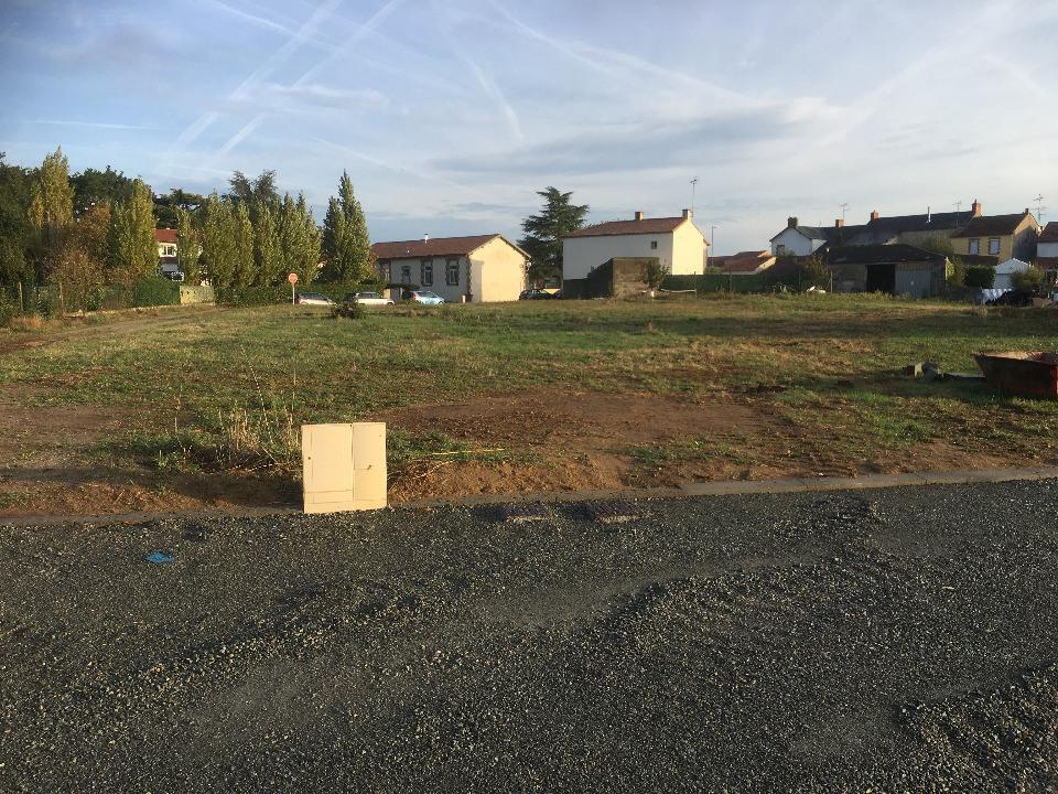 Terrains du constructeur LMP CONSTRUCTEUR • 435 m² • LES CLOUZEAUX