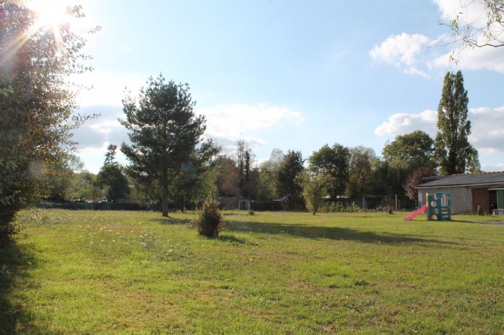 Terrains du constructeur JOUAN IMMOBILIER • 1400 m² • VENDAT