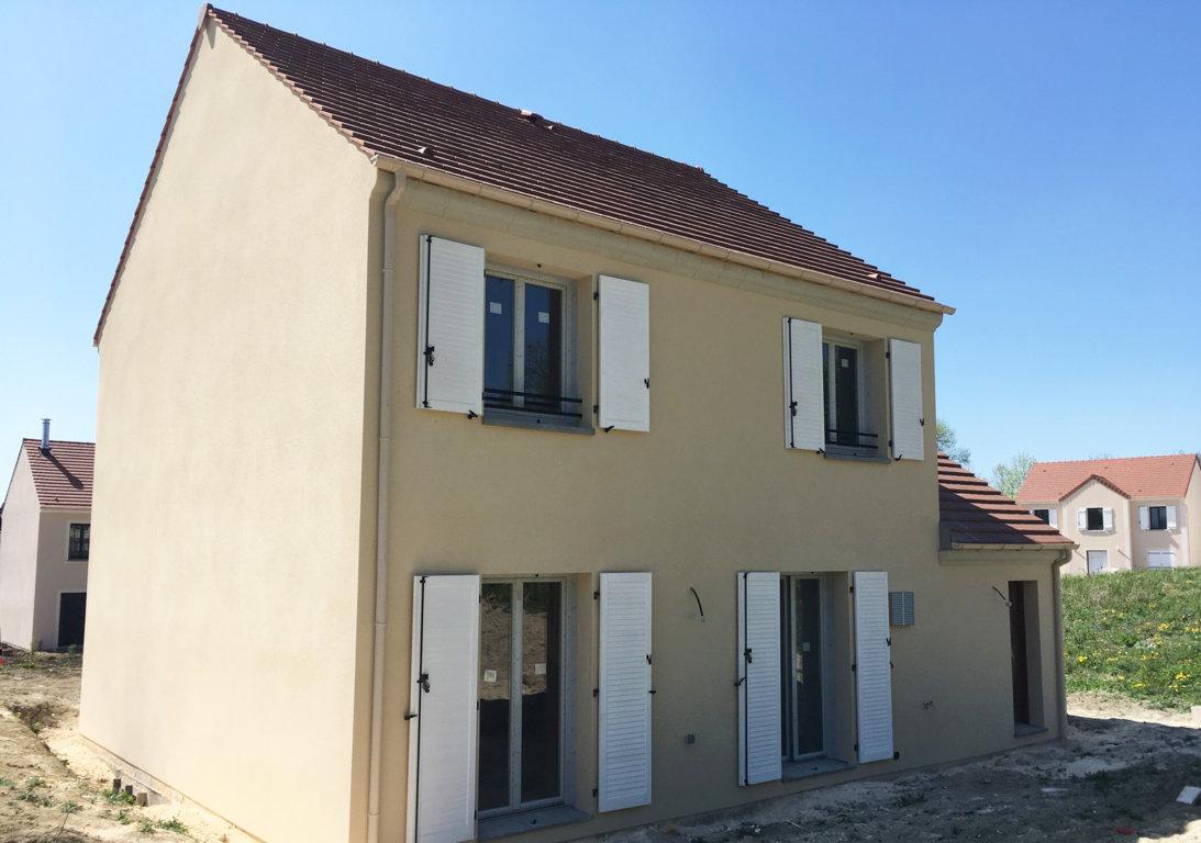 Maisons du constructeur MAISONS PIERRE AMIENS • 92 m² • ROYE