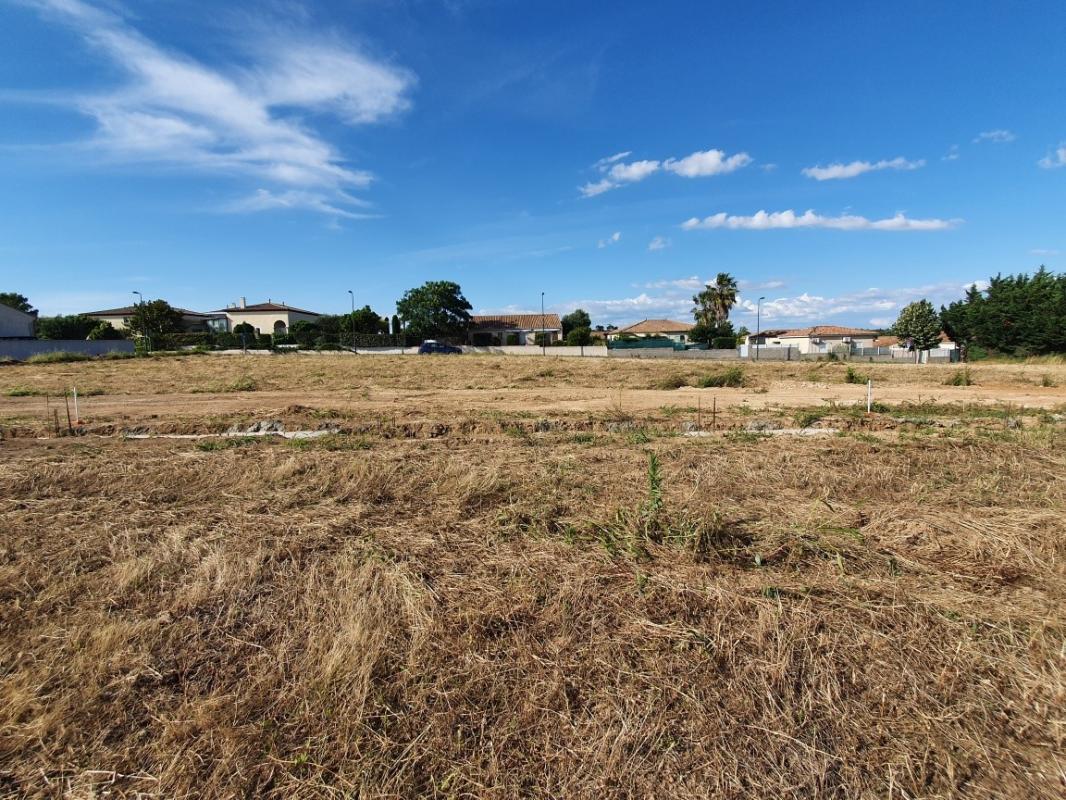 Terrains du constructeur SM MAISON • 525 m² • VALROS