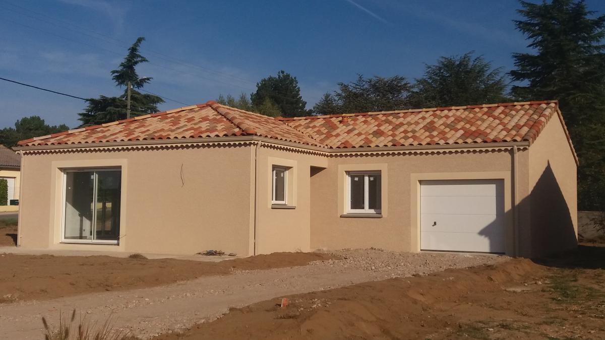 Terrains du constructeur MAISONS CEVI 26 • 400 m² • EURRE