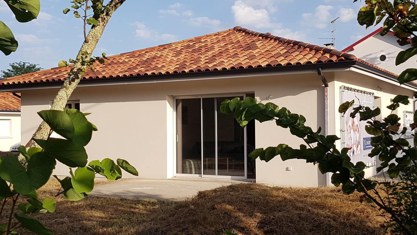 Maisons du constructeur MAISONS CONFORECO - AGENCE MONT DE MARSAN • 80 m² • NARROSSE