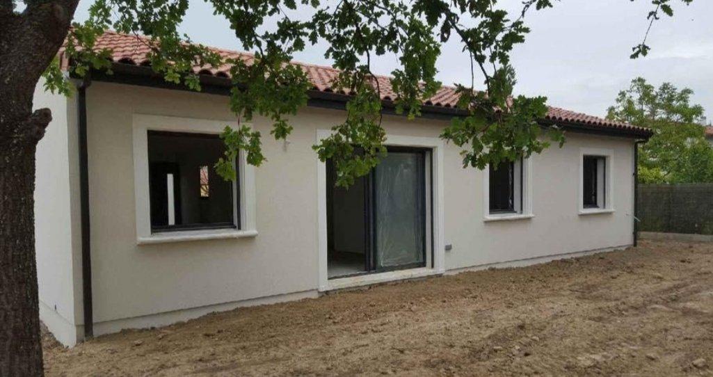 Maisons du constructeur DEMEURES DE PROVENCE SUD • 80 m² • LA BAUME DE TRANSIT