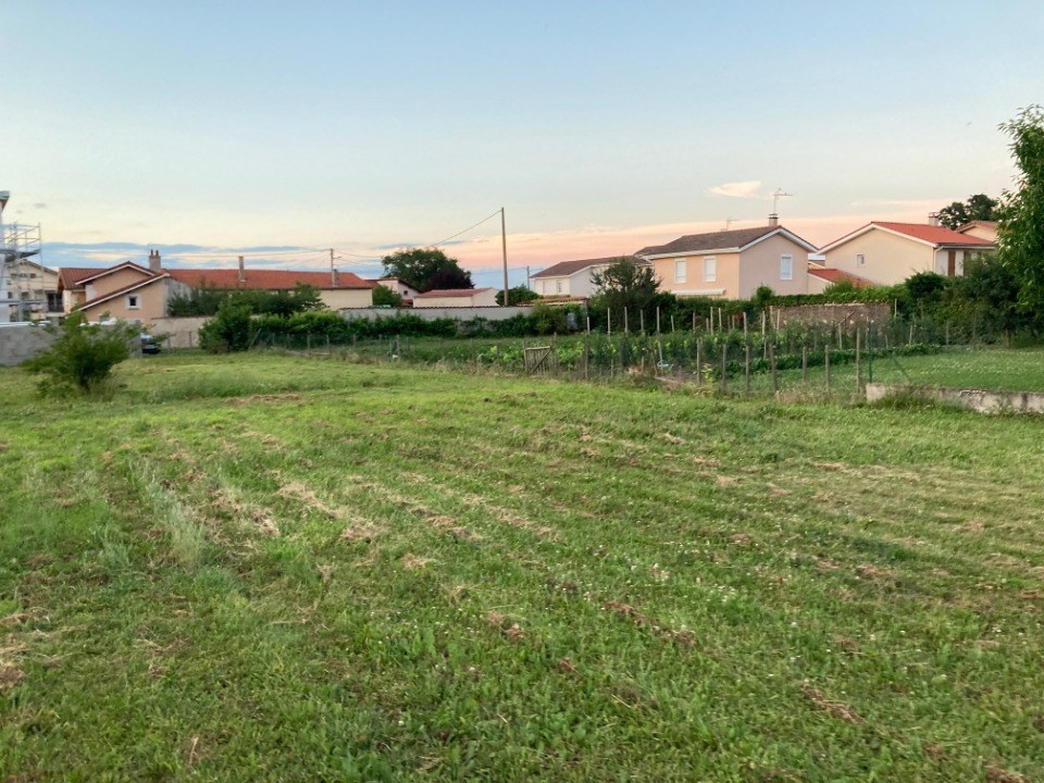 Terrains du constructeur MAISONS FRANCE CONFORT • 620 m² • SAINT ROMAIN LE PUY
