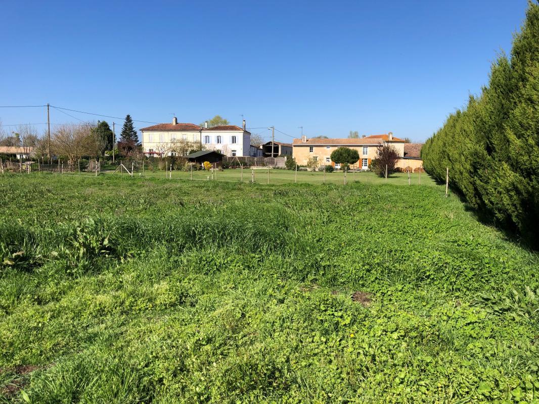 Terrains du constructeur MAISONS SANEM • 899 m² • CIVRAC EN MEDOC