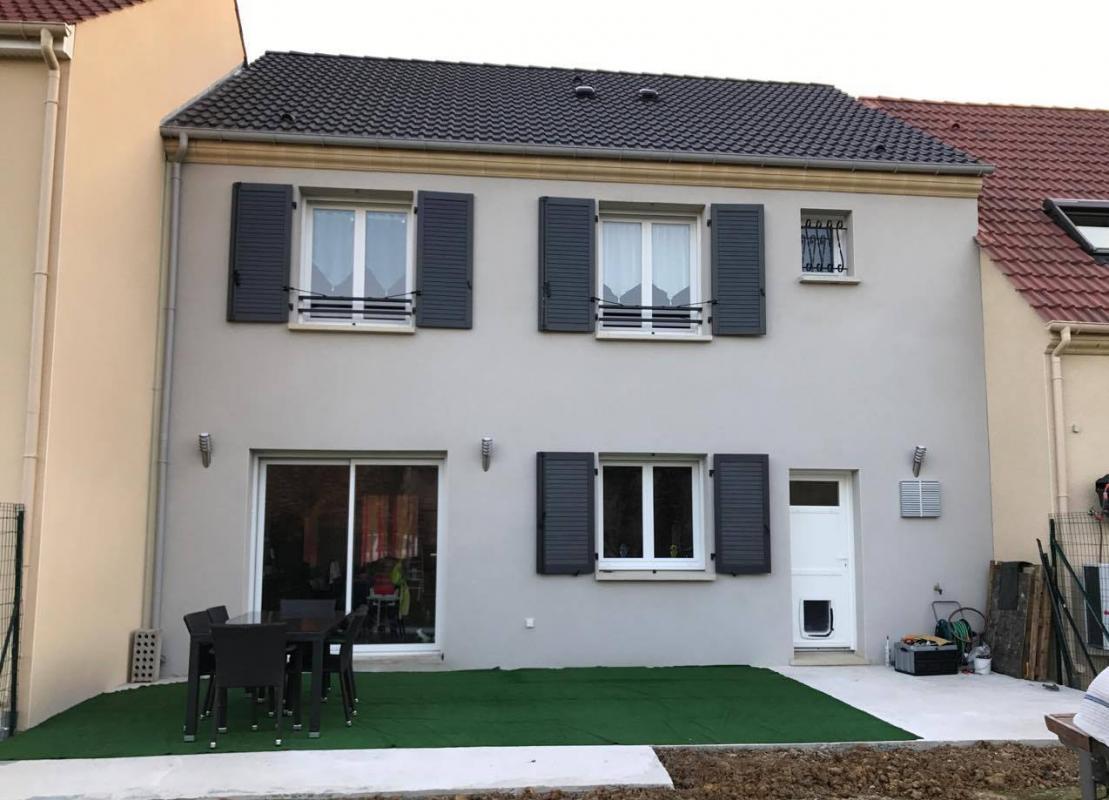 Maisons du constructeur MAISONS PIERRE • 104 m² • FUBLAINES