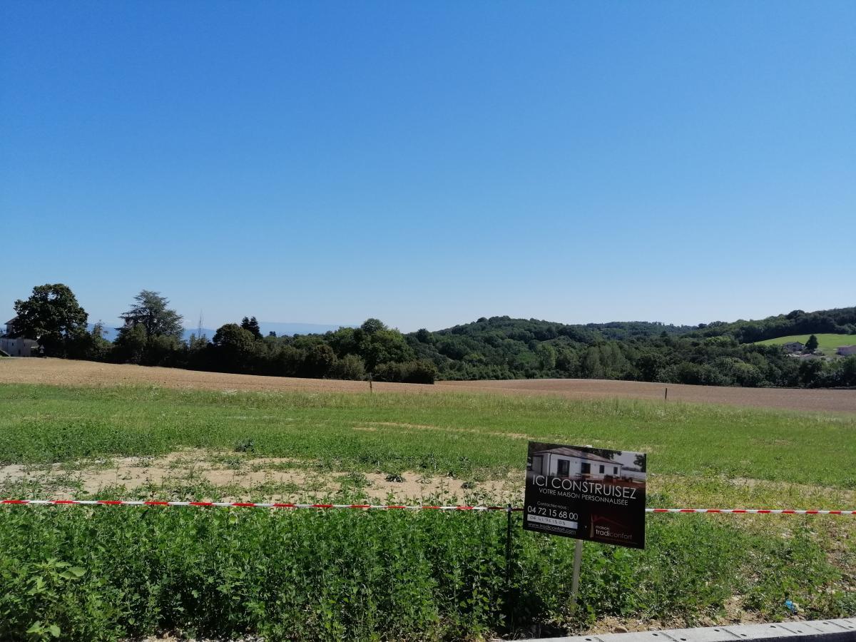 Terrains du constructeur TRADICONFORT BOURGOIN • 850 m² • SAINT CHEF