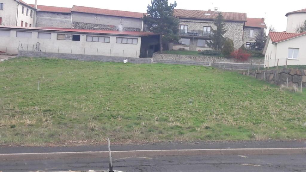 Terrains du constructeur STEPHANE PLAZA IMMOBILIER • 744 m² • CHADRAC