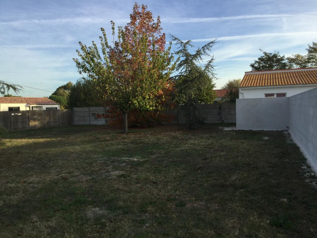 Terrains du constructeur L'AGENCE DE LA COUR ROUGE • 729 m² • NOTRE DAME DE RIEZ