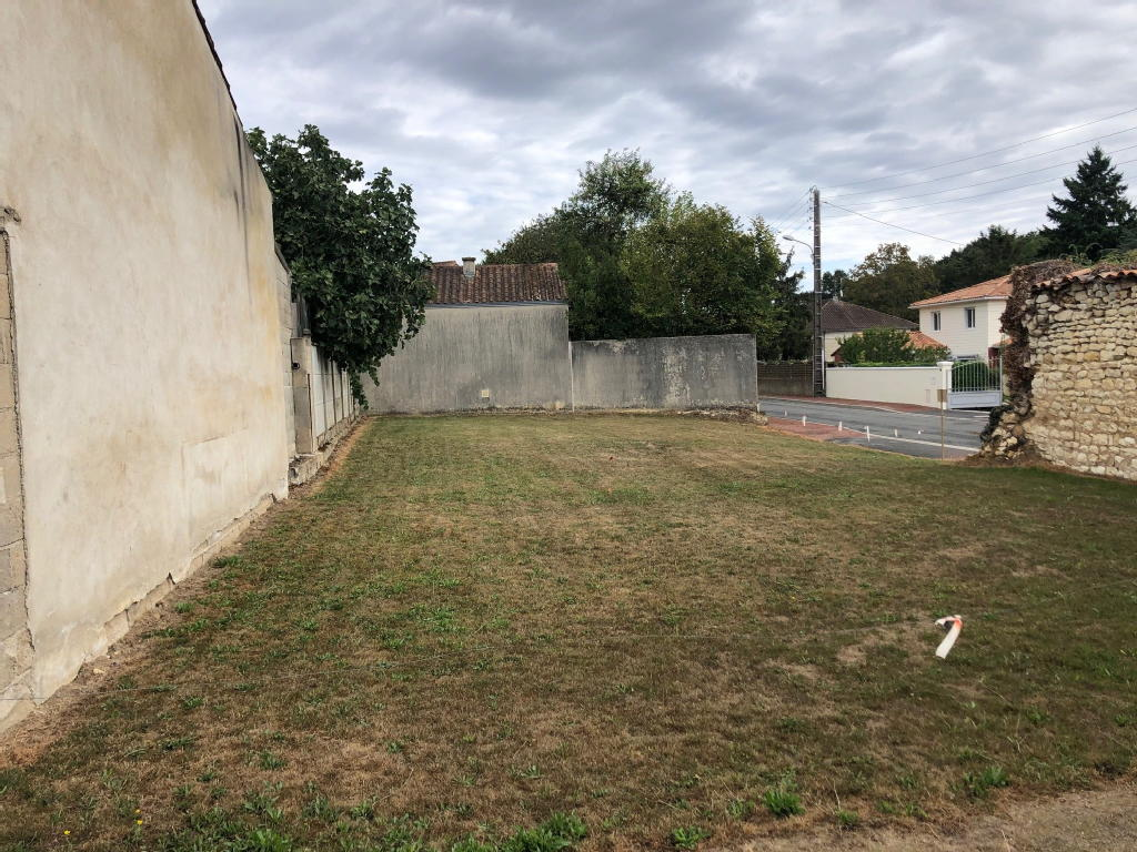Terrains du constructeur IMOCONSEIL FRANCE SAS • 342 m² • MIGNALOUX BEAUVOIR