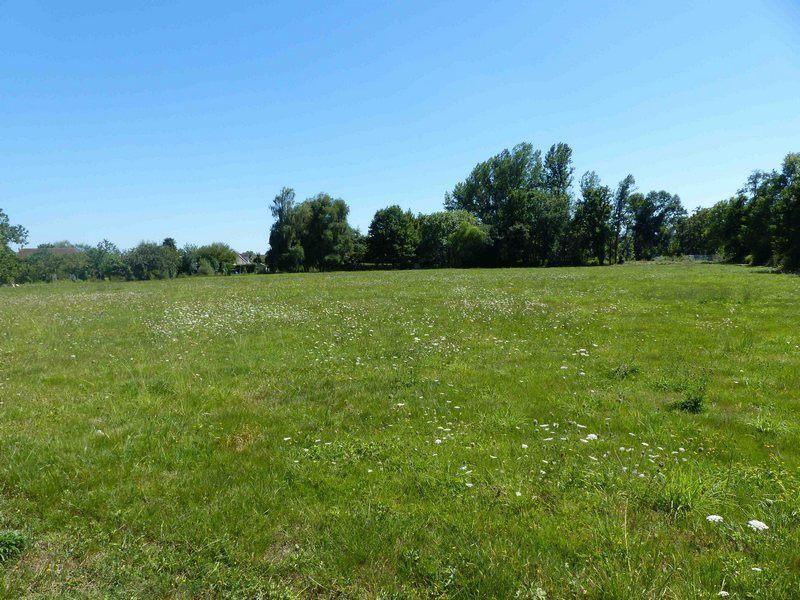 Terrains du constructeur MAISONS FRANCE CONFORT • 800 m² • SACQUENVILLE