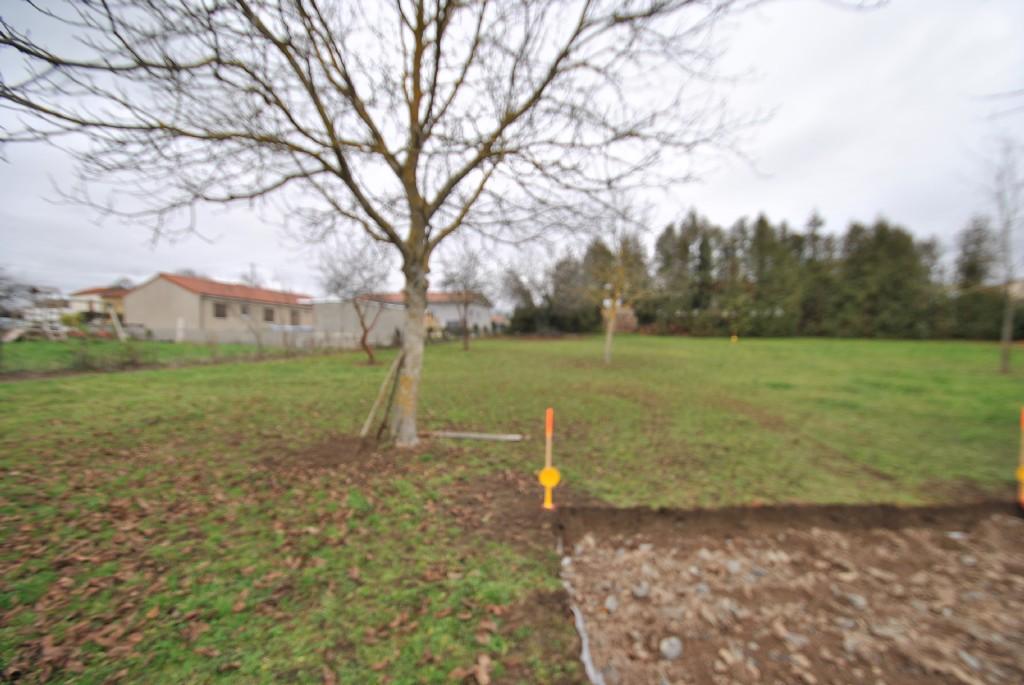 Terrains du constructeur COMBRONDE IMMOBILIER • 873 m² • VENSAT