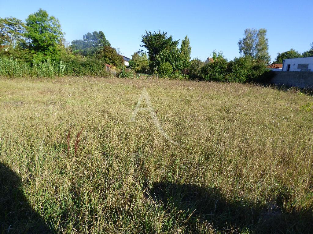Terrains du constructeur L'ADRESSE CABINET CHESNEAU • 800 m² • SAUJON