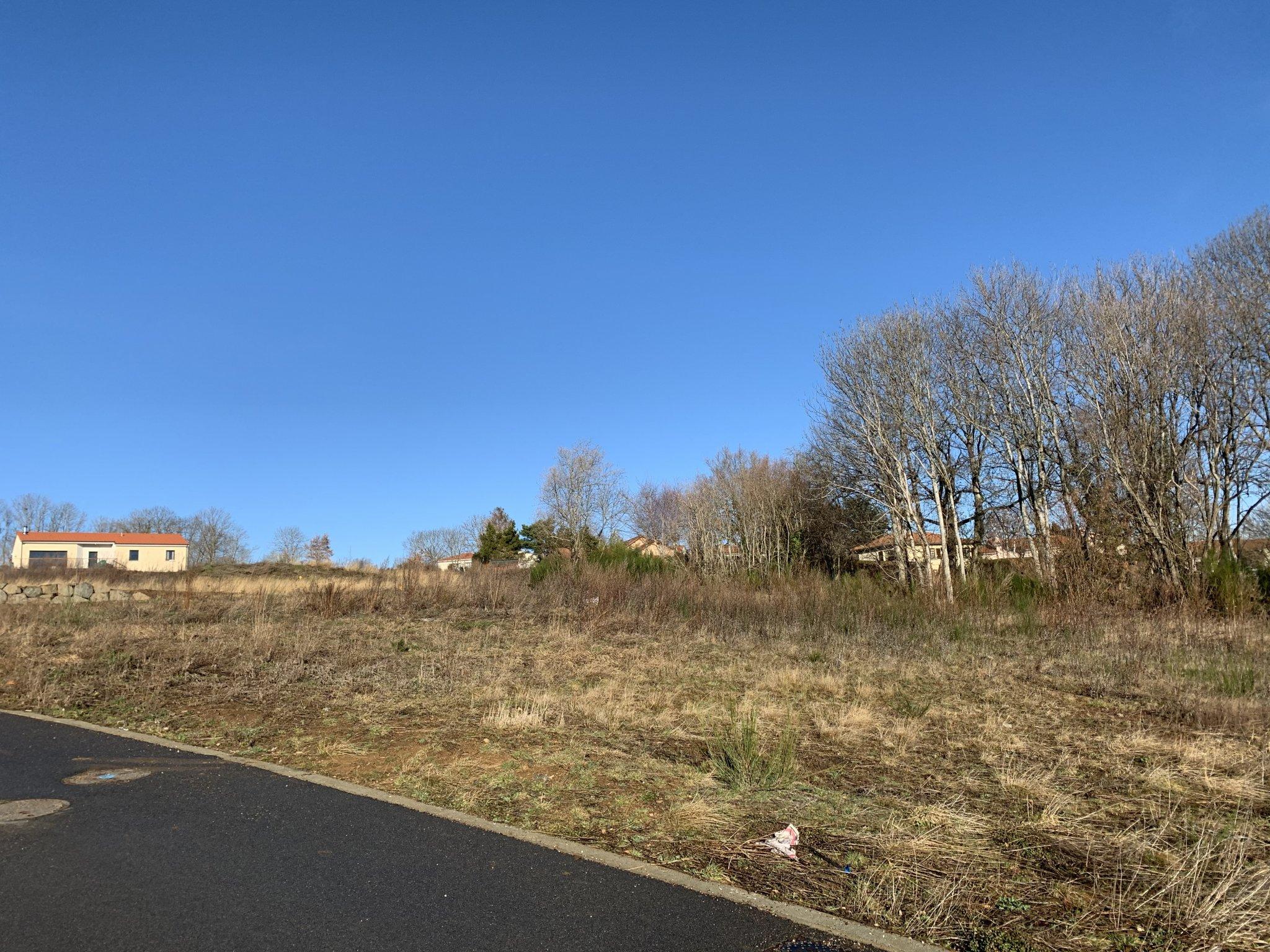Terrains du constructeur MAISONS CLEDOR • 611 m² • VOLVIC