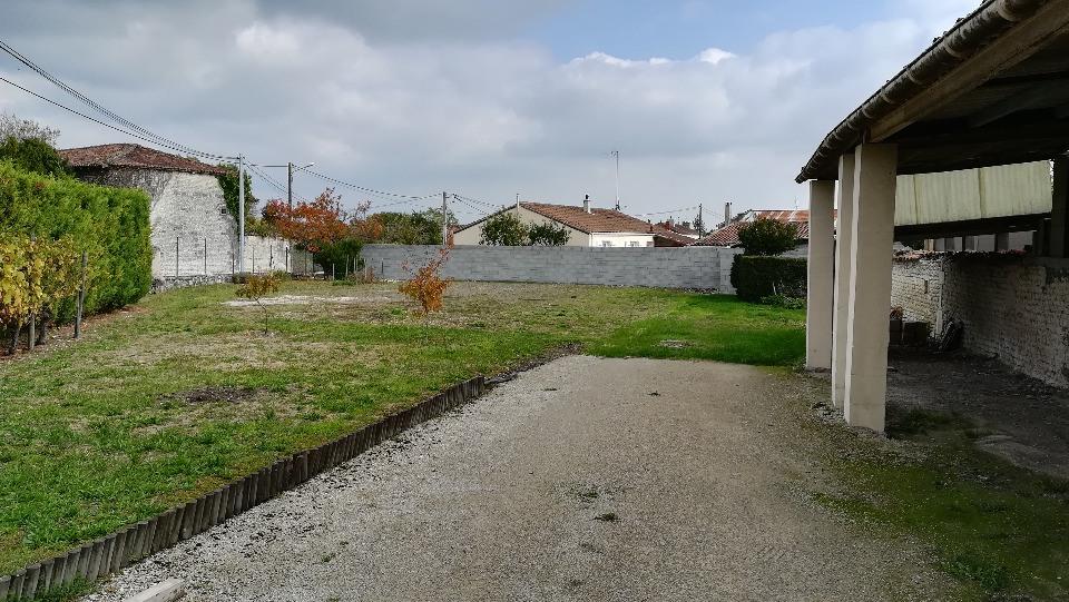 Terrains du constructeur BERMAX CONSTRUCTION • 717 m² • ANGEAC CHAMPAGNE