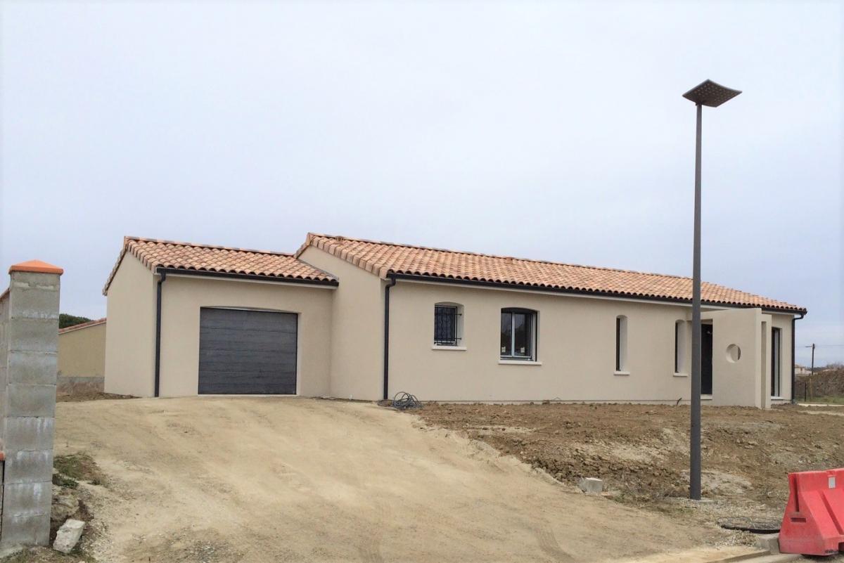 Maisons du constructeur ESQUISS BEAUZELLE • 110 m² • MONTAIGUT SUR SAVE