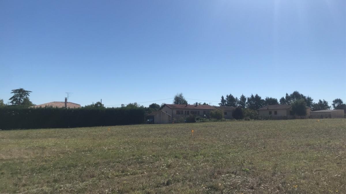 Terrains du constructeur ESQUISS AUCAMVILLE • 550 m² • CASTELNAU D'ESTRETEFONDS