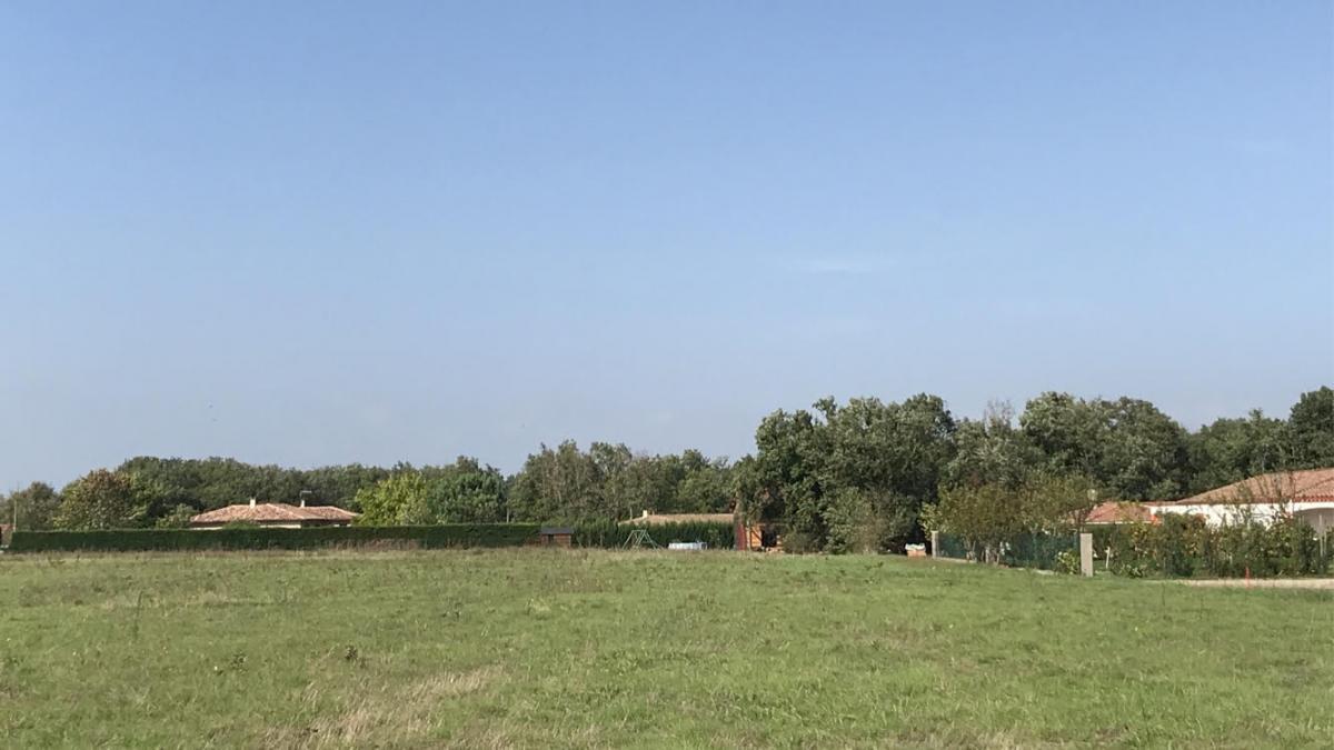 Terrains du constructeur ESQUISS AUCAMVILLE • 510 m² • LARRA