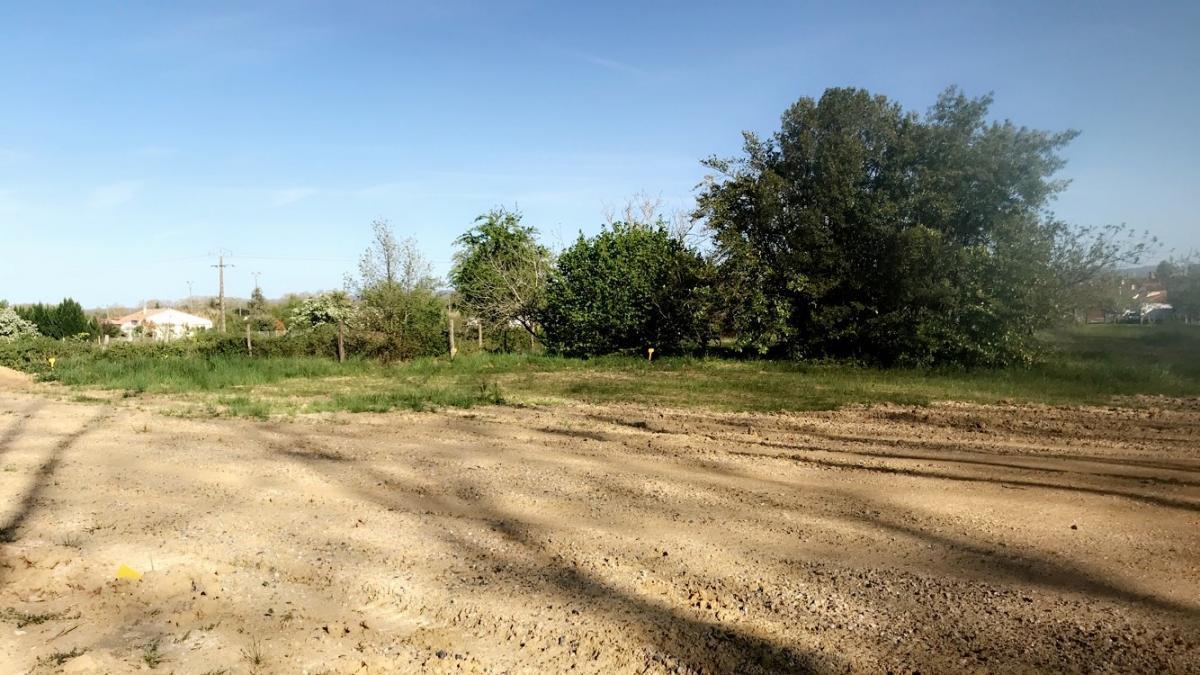 Terrains du constructeur ESQUISS AUCAMVILLE • 525 m² • BRUGUIERES