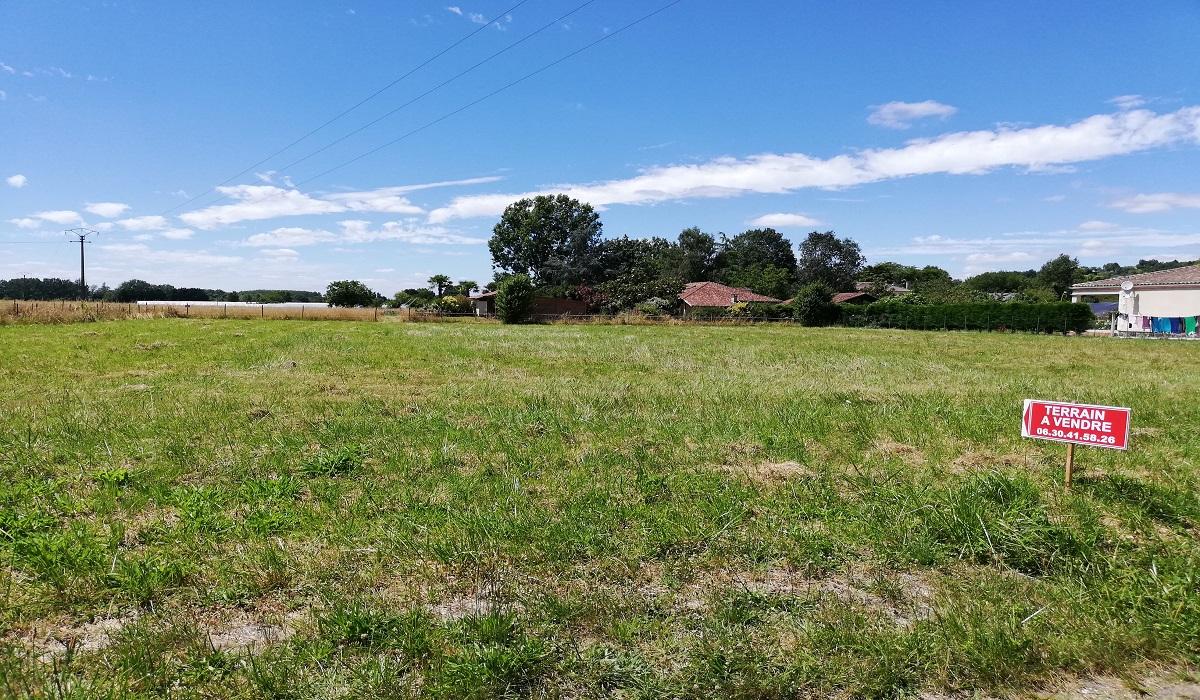 Terrains du constructeur MAISONS ALIENOR - AGENCE DE BERGERAC • 1400 m² • MONTCARET