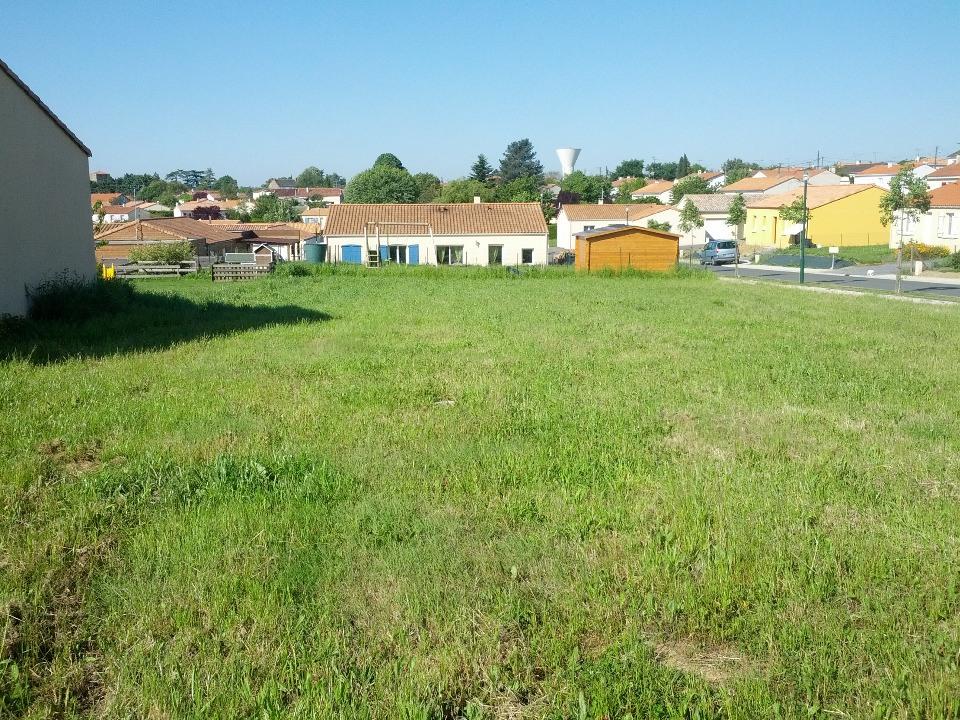 Terrains du constructeur LMP CONSTRUCTEUR • 750 m² • AVRILLE