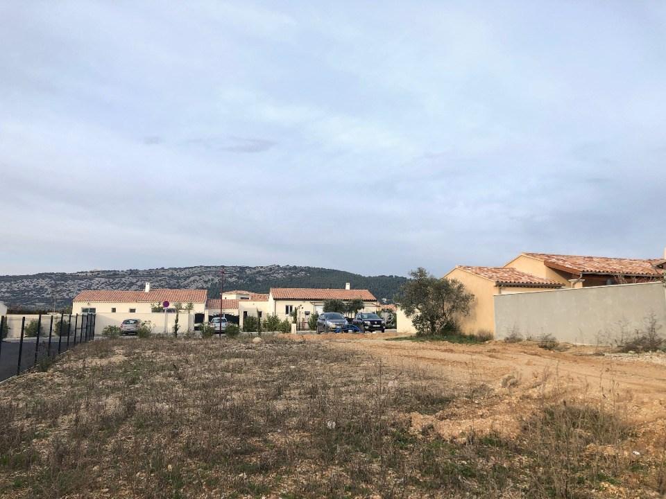 Terrains du constructeur MAISONS FRANCE CONFORT • 850 m² • AUBIGNAN