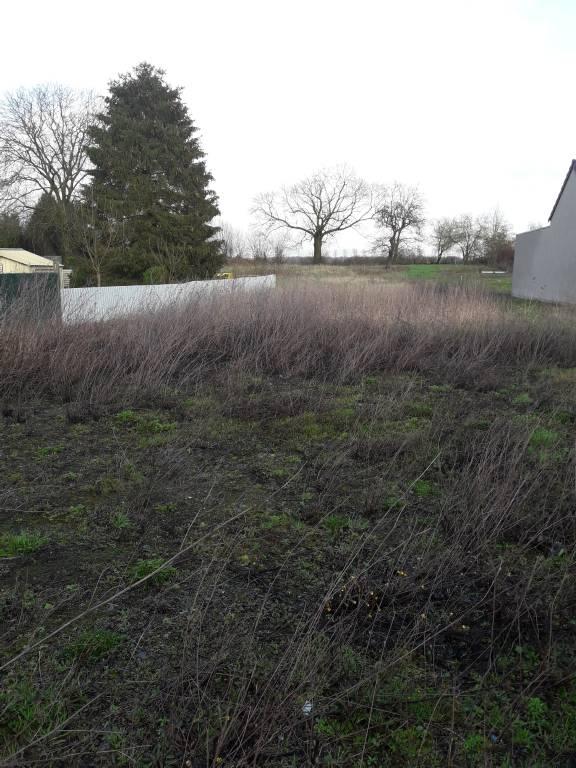 Terrains du constructeur Etude Maitre MANGEOT Jean-Luc • 3181 m² • PREMONT