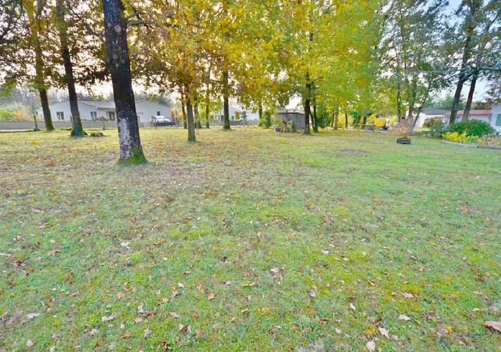 Terrains du constructeur Agence de l abbaye • 1000 m² • BUSSAC SUR CHARENTE