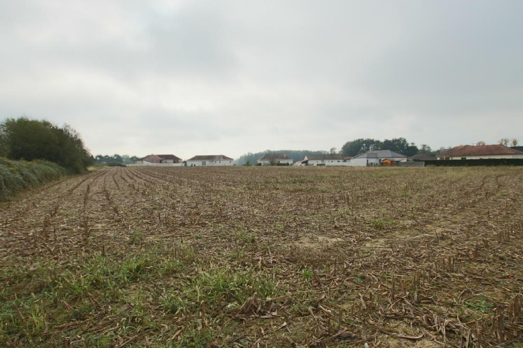 Terrains du constructeur STEPHANE PLAZA IMMOBILIER BILLERE • 539 m² • SERRES CASTET