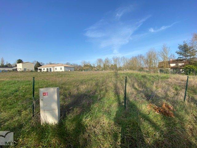 Terrains du constructeur IMOCONSEIL FRANCE • 889 m² • POITIERS