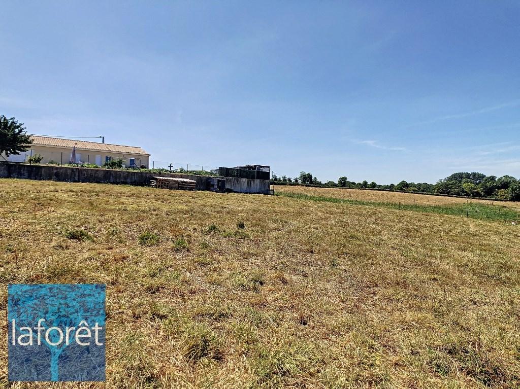 Terrains du constructeur LAFORET NORD DEUX-SEVRES Agence de la Chapelle Saint Laurent • 948 m² • BRESSUIRE