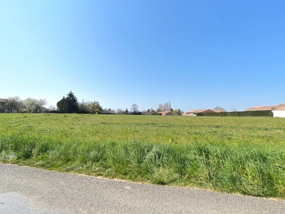 Terrains du constructeur MAISONS FRANCE CONFORT • 700 m² • CRUZILLES LES MEPILLAT