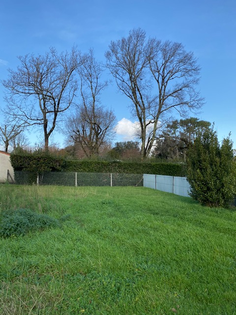 Terrains du constructeur AGENCE IMMO PLUS • 360 m² • MESCHERS SUR GIRONDE