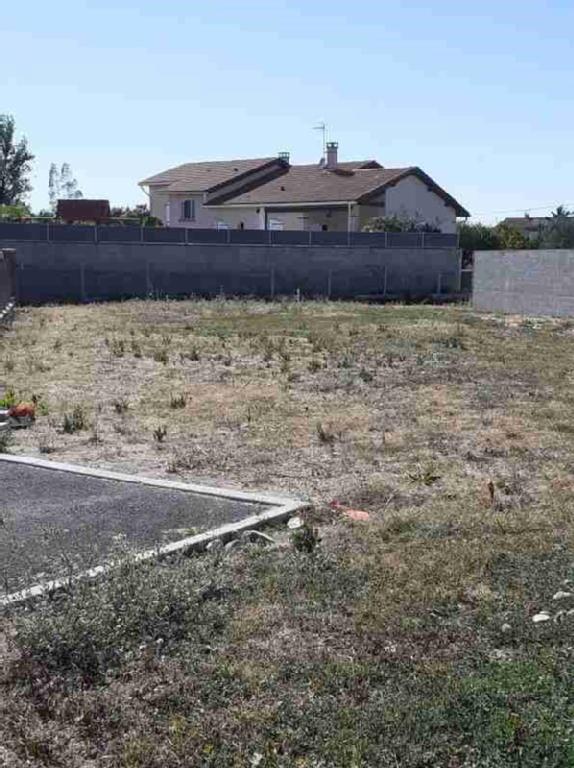 Terrains du constructeur SQUARE HABITAT CUGNAUX • 493 m² • CUGNAUX
