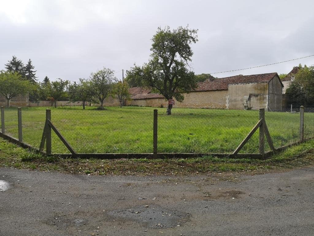 Terrains du constructeur AGENCE BLOSSAC ST HILAIRE • 954 m² • MIGNALOUX BEAUVOIR